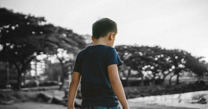 Image of boy with back facing the camera